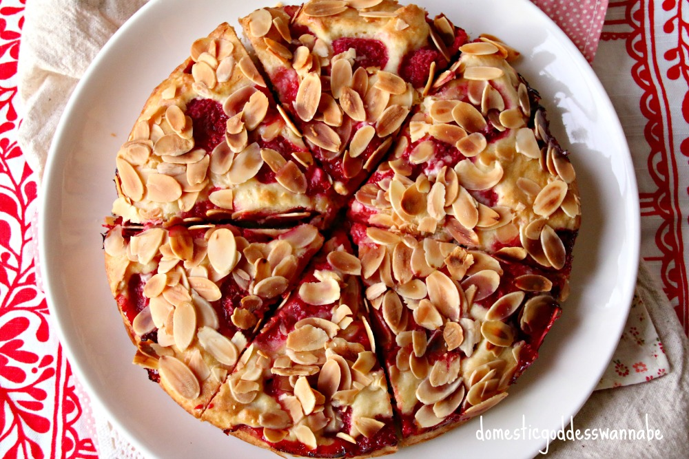raspberry almond coffee cake | The Domestic Goddess Wannabe