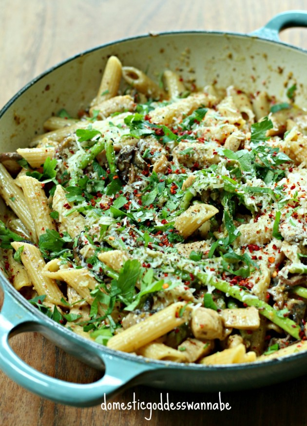 penne with chicken, mushroom and asparagus in pistachio pesto sauce ...