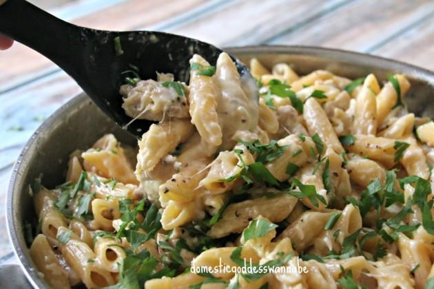one pot chicken alfredo | The Domestic Goddess Wannabe